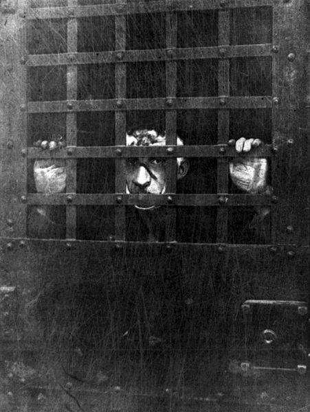 Czolgosz behind bars