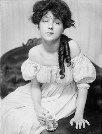 Evelyn in 1900