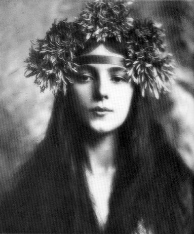Evelyn Nesbit in a Victorian headdress
