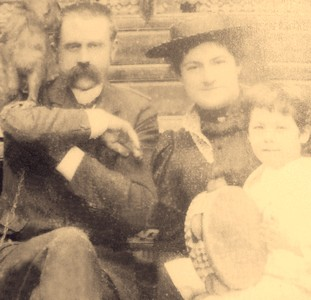 1891- The happy family- Stanney, Bessie and Larry White with a monkey!